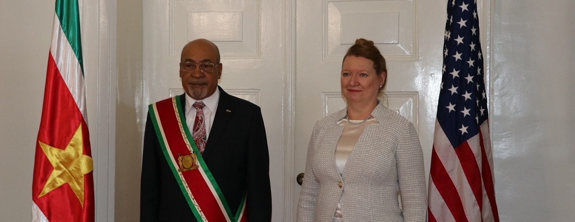 Ambassador Karen Lynn Williams presents her credentials to President Bouterse